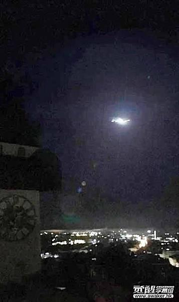 UFO出现奥地利维也纳上空.jpg