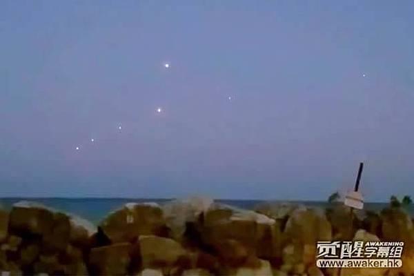 七個球體出現在密歇根湖上空
