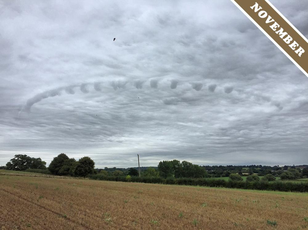 2016-11-11 英國沃里克郡出現不尋常的雲彩結構