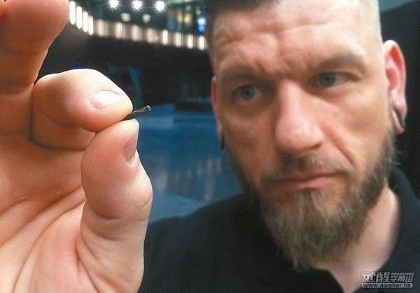 瑞典一家科技公司为员工植入电子芯片.jpg