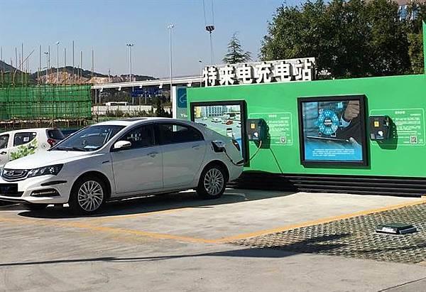 無樁充電站可壁掛、可當車擋,解決用地問題。(記者廖慧娟攝).jpg