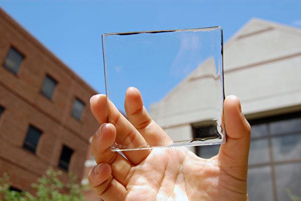 新型的透明太陽能玻璃板.jpg