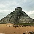 這座階梯式金字塔是瑪雅人為羽蛇神而建的神廟.jpg