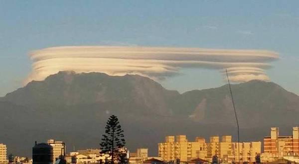 英國Fonthill Down出現的麥田圈和台灣出現的雲船是昴宿星人的傑作2.jpg
