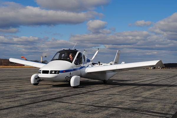 Transition有兩個座位機翼可摺疊空中續航能達 640 公里.jpg