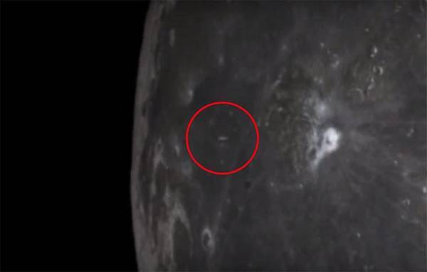 UFO自月球的隕石坑中射出.jpg