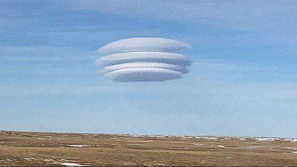 被稱為飛碟雲的莢狀雲(Lenticular cloud)2.png