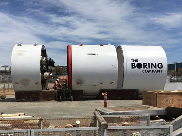 超高速管道列車(Hyperloop)系統能以近超音速運送人類.jpg