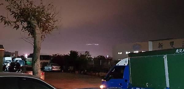 巨大UFO驚現台中大甲夜空.jpg