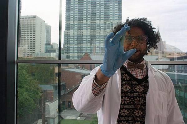 澳洲團隊研發出超薄塗層能讓玻璃自調節室內溫度且不需電力.jpg