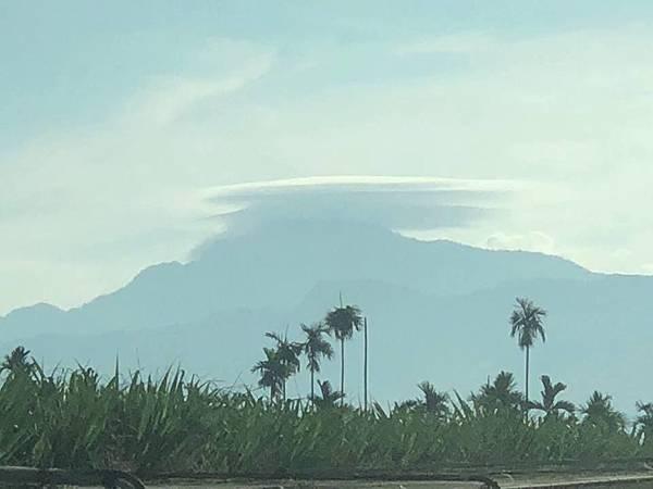 大武山方向拍到酷似UFO的雲彩3.jpg