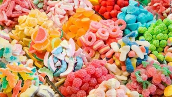 人造色素常見於:糖果、飲料.jpg