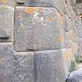 精確的石頭拼圖,石塊之間容不下一張紙.jpg