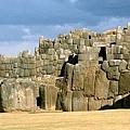 薩克塞瓦曼的巨大石墻.jpg