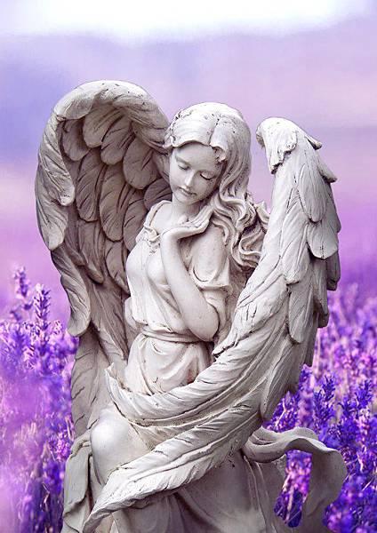 有雙翼的女人雕塑.jpg