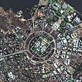 從高空鳥瞰會發現地表有許多外觀很像蜘蛛的城市.jpg