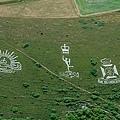 佛萬特以其在山坡上雕刻的白堊軍事徽章而聞名2.jpg