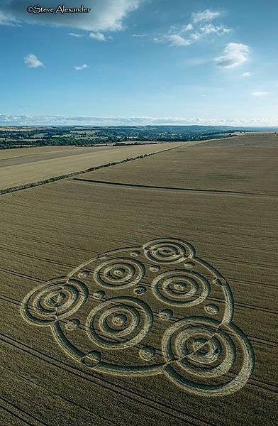 2018-8-10 英國威爾特郡酷似行星齒輪裝置的麥田圈1.jpg