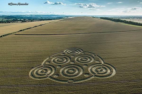 2018-8-10 英國威爾特郡酷似行星齒輪裝置的麥田圈4.jpg