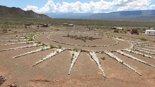 Werner Jaisli在阿根廷北部的沙漠區建造了一座專供UFO起降之用的機場1.jpg
