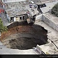 瓜地馬拉 坑洞2.jpg