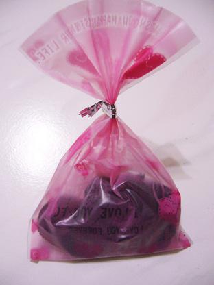 20080217-國際書展簽書會-德德送的巧克力
