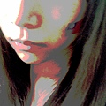 鼻子/人中兩側的不同色調 莫名吸引我...