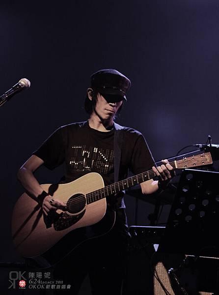 秀秀穿2008公主視覺系樂園演唱會出的限定T恤