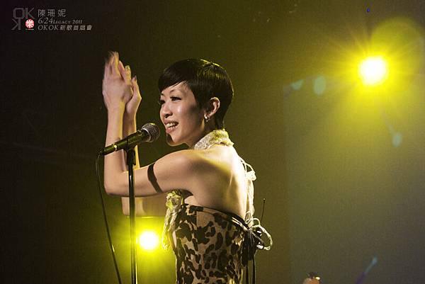 公主:「接下來的歌〝雙人體操〞有很多拍手,大家有發現嗎?有人知道那裡要拍手嗎?」