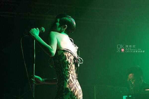 公主明明很適合穿合身的衣服啊…在現場的觀眾實在是賺很大…
