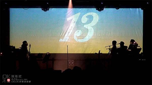 接下來又到了介紹樂手的時間了…螢幕上在跳的數字是為什麼呢?