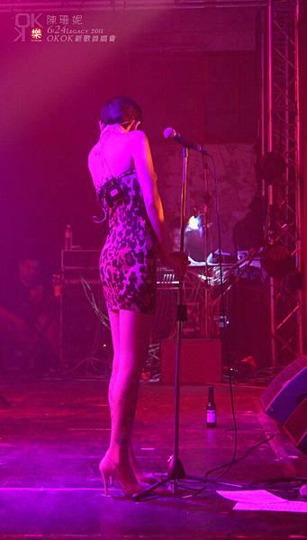 公主出場之後說:「在後台聽到大家都有跟著拍手的時候感動的都快哭了」XD