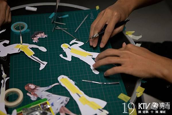 如大家所見,KTV是紙張做的逐格動畫,所以前置作業就得先割一堆紙…