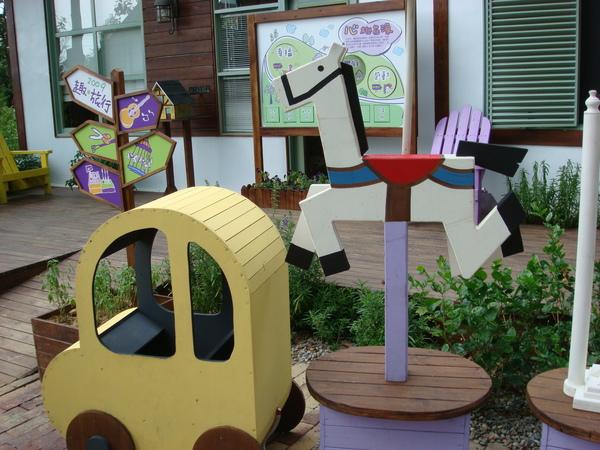 超卡哇伊的小車跟木馬