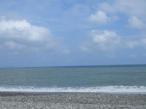 藍天配上大海,如果海水可以再藍一點就更美啦~
