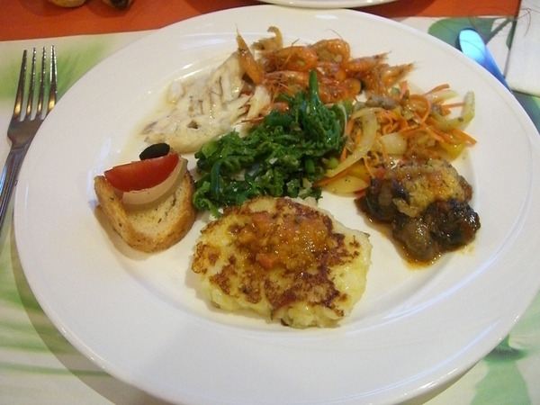 知本老爺飯店晚餐,有小小片鵝肝醬,墨西哥煎餅