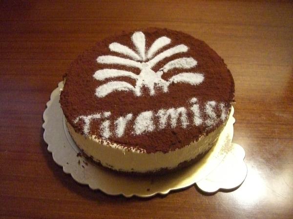 蛋糕是提拉米蘇,可惜晚餐也有提拉米蘇,吃到有點怕了