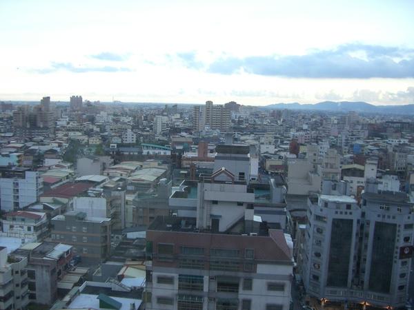 飯店房間俯瞰羅東市區,這次是住羅東久屋麗緻飯店
