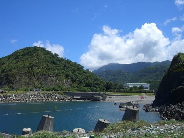 我不知道豆腐岬的由來,但是景色很美,太陽也很大