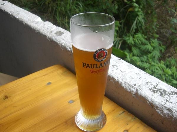 德國啤酒,味道還可以,不過好大一杯
