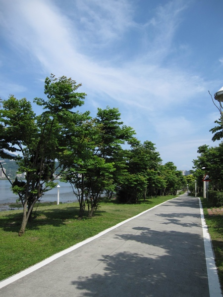 八里腳踏車道,很美的天空
