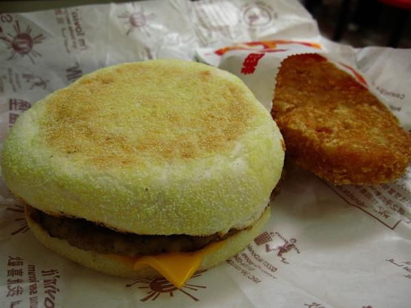 滿福堡加薯餅(麥當勞的柳橙汁竟然要加5元了)