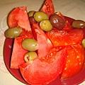 我最愛的番茄還有很鹹的橄欖