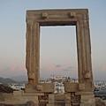 從 Temple of Apollo 裡往回看 Naxos