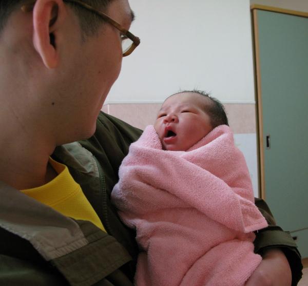 隔天早上-第一次打開眼睛仔細看爸爸