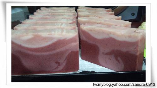 珊瑚紅漸層皂.jpg