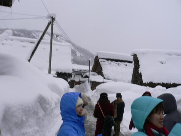完全擋住視線的積雪