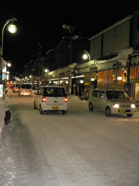 三之町旁的熱鬧街道