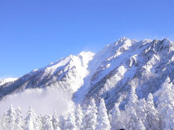 北阿爾卑斯山-天空跟白雪..好美喔..