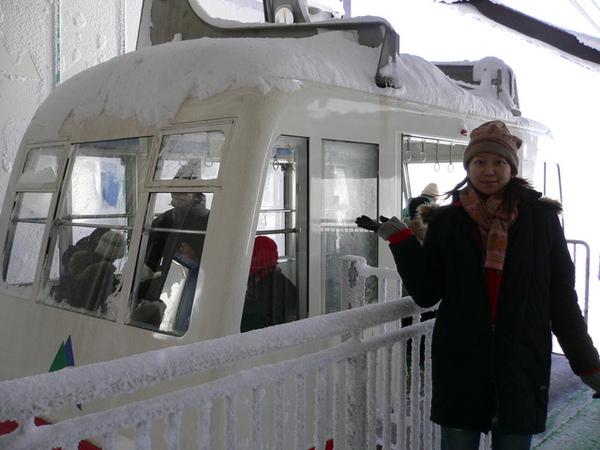 北阿爾卑斯山-完全白的纜車..